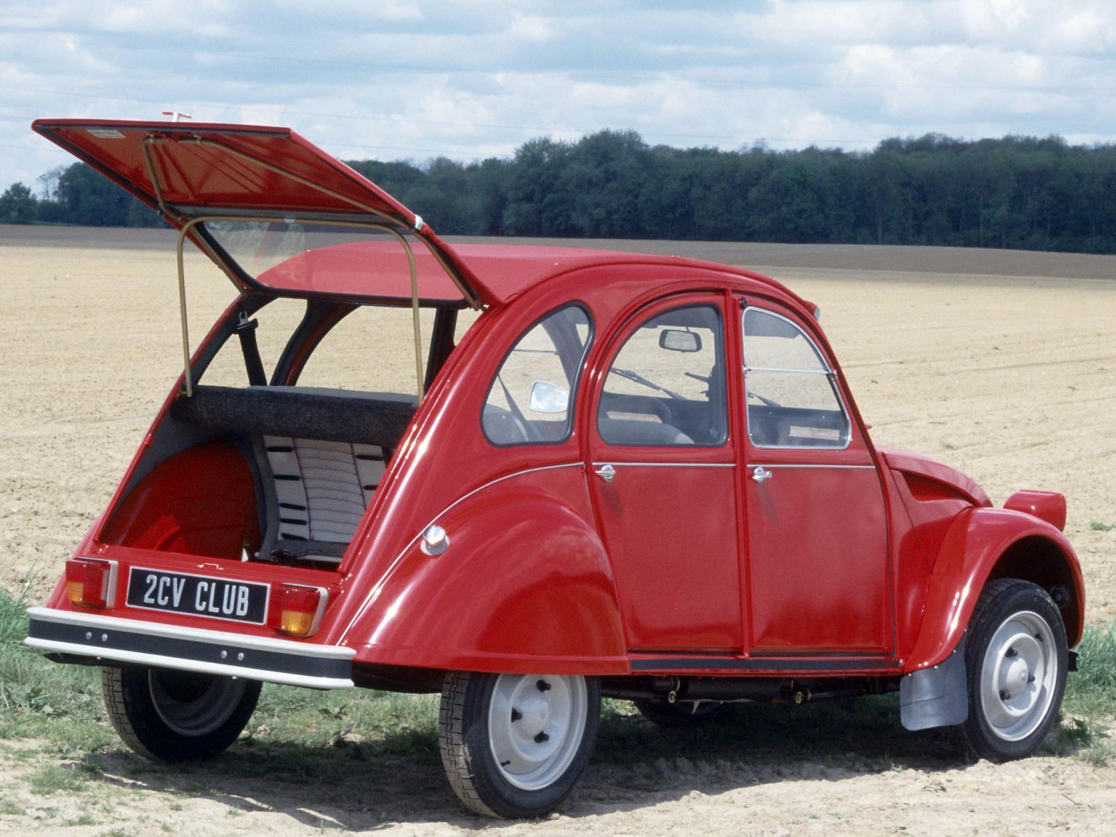 2CV6 Club 1984 boot opened