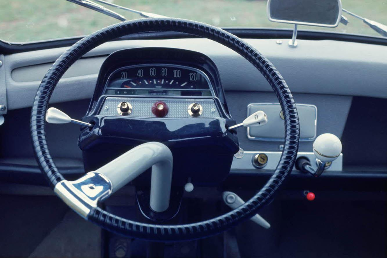 AMI 6 Break 1967 steering wheel