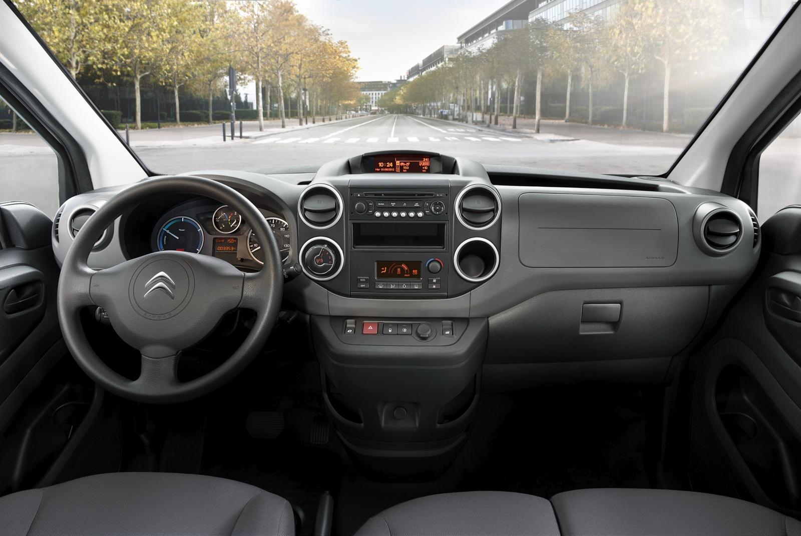 Inside Berlingo van electric 2015